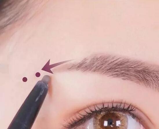 北京O尚化妆教你如何画弯月形眉毛